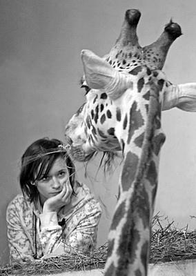Dívka s žirafou